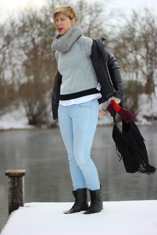 ...und beschwere mich über die unmöglichen Umstände. Hier wars bestimmt die Kälte und der Schnee und das doch überhaupt niemand auf die Idee kommen würde, bei diesem doofen Wetter seine Jacke ausziehen würde.