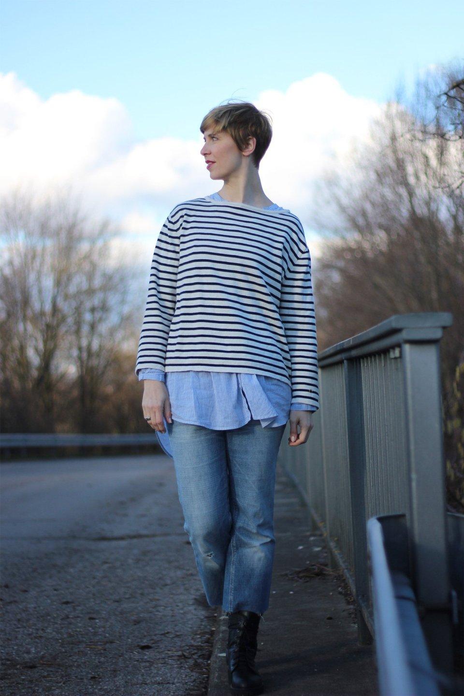 DIY-Jeans, neyo-Sweater, H&M-Bluse, Streifenmix
