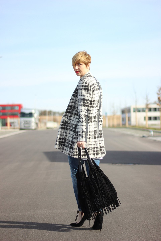 IMG_7072a-Mango-Pumps_Softrebelbluse-NYDJ-Mantel-BodenCardigan-OnlyJeans