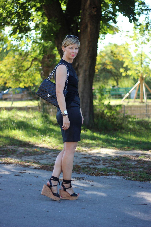 Kleines Schwarzes, Little black dress, Wedges, schwarz, Parylook, Conny Doll, ü40, Fashionblog, 40plus