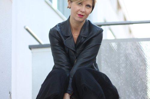 Tüllrock, tulleskirt, schwarz, beige, elegant, Strumpfhose, Schluppenshirt, Tasche, Schuhe, Details