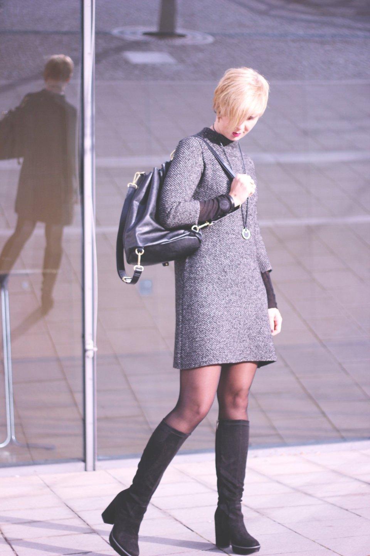 Kleider im Winter, Zara, Sixties Style, A-Linie, Sence Copenhagen, Stiefel, Tamaris, Gold, Rucksack