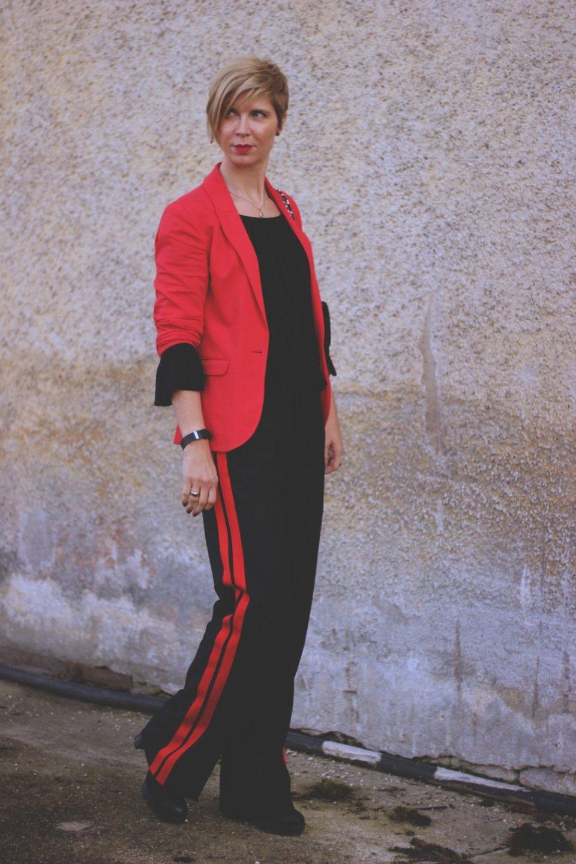 Rot-Schwarz, Seitenstreifen, Sporthose, Blazer, chic, schick, Conny Doll, Munichblogger