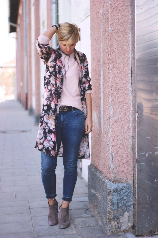 Schwarz und Rosa, Longbluse, Blumen, Blümchen, Lederjacke, 7/8-Jeans, Rose, casual, Daytime, Alltagslook, Conny Doll