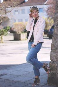 Sandalen mit Blockabsatz, Blazer, rose, Guns'n Roses Shirt, Truman, DIY-Jeans