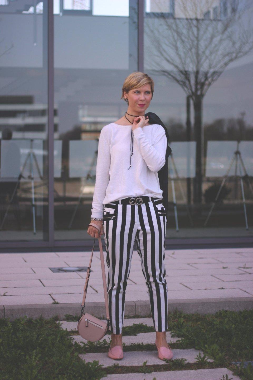 Schwarz-weiß und Streifen, casual, black and white, choker, Stripes, Conny Doll