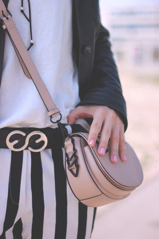 Schwarz-weiß und Streifen, casual, black and white, choker, Stripes, Conny Doll, Details
