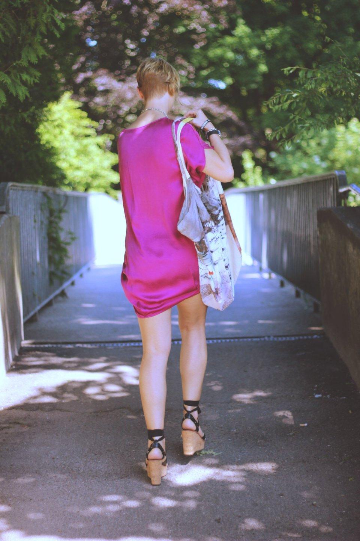 Was ist los mit Instagram, Seidentunika, Sommerkleid, Pink, See, Strandlook