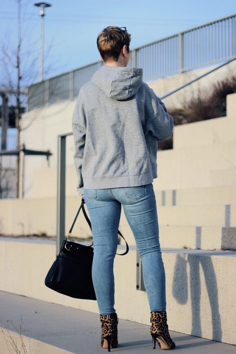 conny-doll-lifestyle: Neues Jahr - neues Haar, hoodie, leobooties, casual hoodiestyling, Kurzhaarfrisur