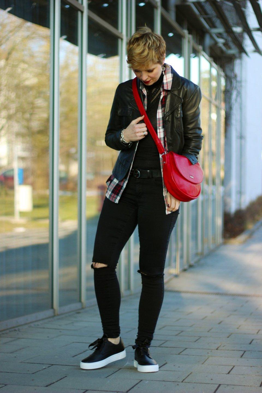 Conny-Doll-Lifestyle: Schuhe für den Hallux Valgus, LaShoe, Schnürer, Echtleder, Fußfehlstellung, casual Outfit, Karohemd