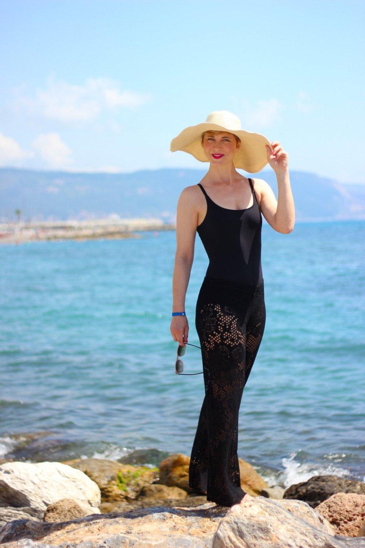 Conny Doll Lifestyle: Beachwear, Strandlook, Spitzenhose, Badeanzug, Sommerlook, Urlaub, Geschichten