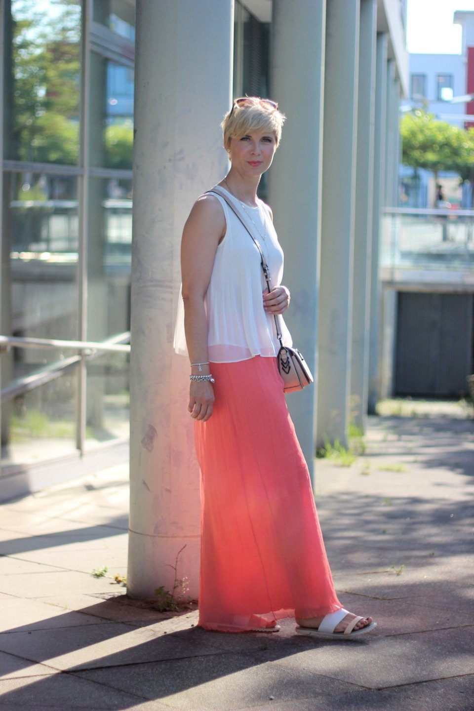 Conny Doll Lifestyle: Sommerlook mit Maxirock, Top, Seide,