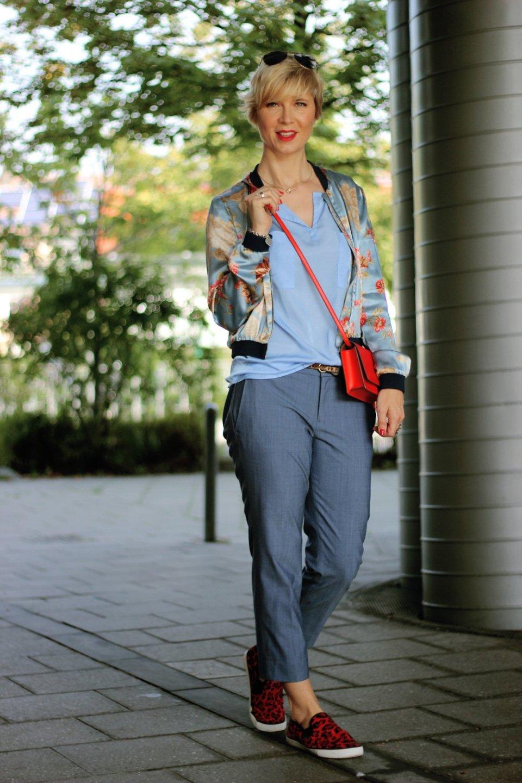 conny doll lifestyle: hellblau, casual fridaystyling, blau, lieblingsfarbe, schulbeginn, wir kaufen schulsachen, kosmetikabteilung