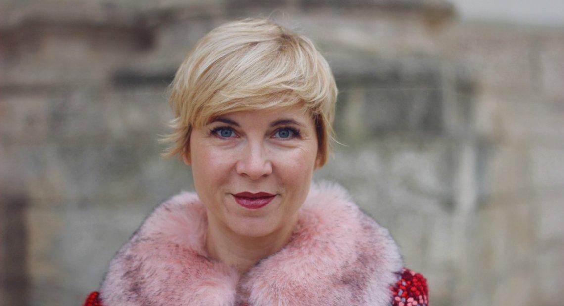 conny doll lifestyle: Transparente Tüllbluse und Strickpullover - Weihnachtsstimmung mit Youtube, Winterlook 2018, Wenz Mantel, Fellkragen