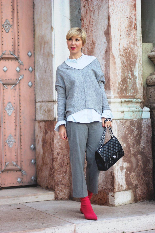 conny doll lifestyle: grau und pink, culotte mit sockenstiefeletten, fake fur, kunstfelljacke, layering