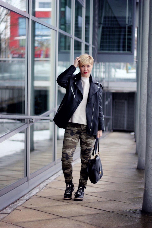 conny doll lifestyle: Ratschläge am Freitag - Winterstyling mit Camouflage, Strickpullover, Boyfriendblazer, Winterboots
