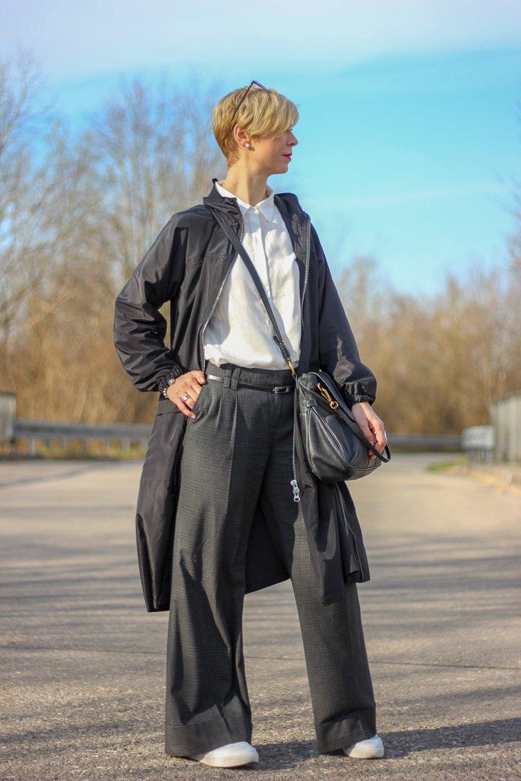 conny doll lifestyle: Der Look: weiß, schwarz, sneaker, casual