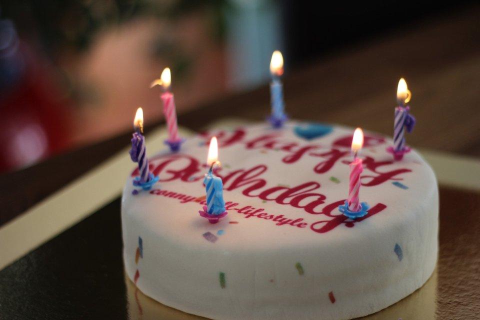 Sechs Jahre Conny Doll Lifestyle: Zeit für ein paar Fakten und ein Shoppingevent, Geburtstagskuchen