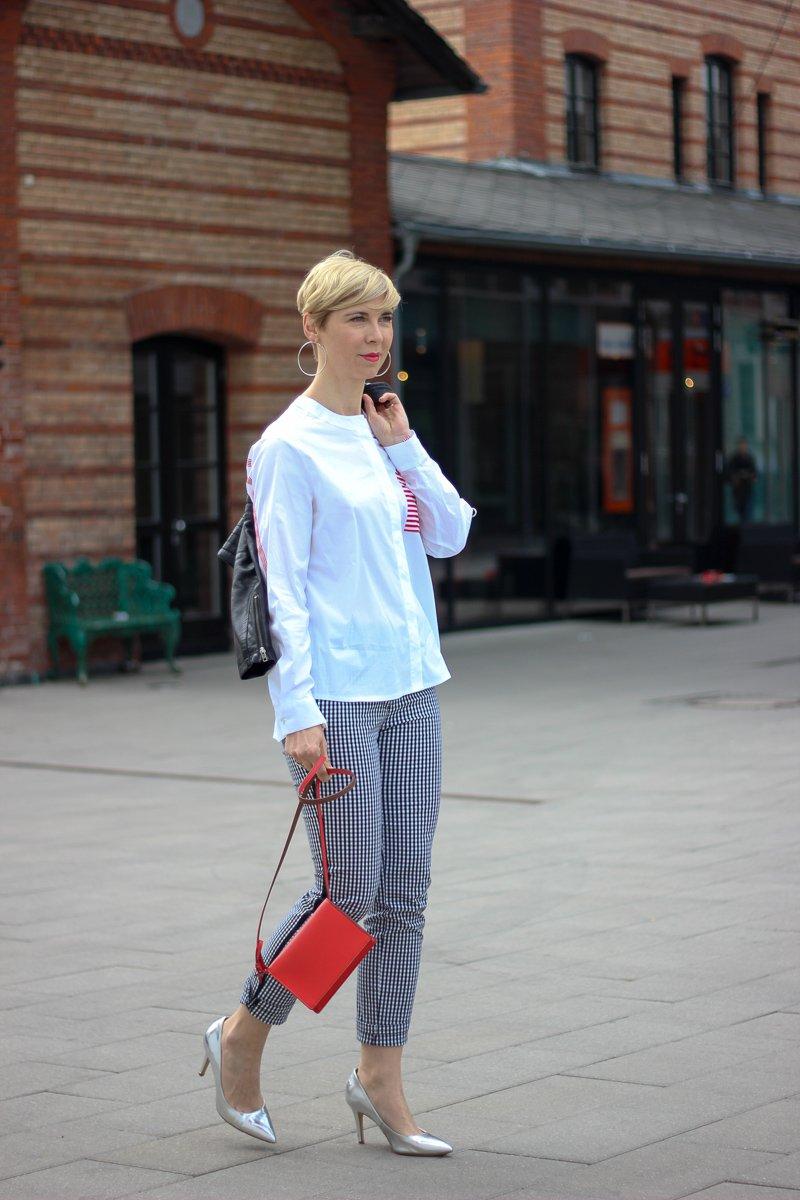conny doll lifestyle: Frühlingsoutfit mit TONI, Hosen, Vichykaro, weiße Bluse mit roten Details