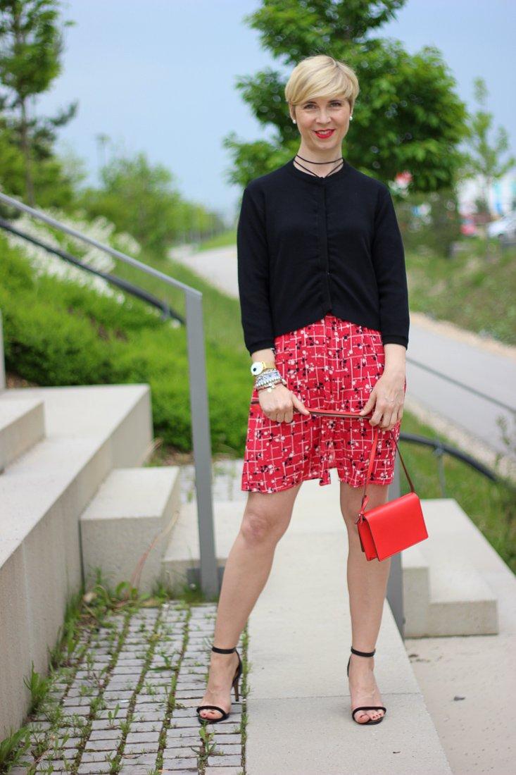 conny doll lifestyle: Sommerkleid von Saint Mignar, Mustermix, Shoreditch Kleid, Cardigan,