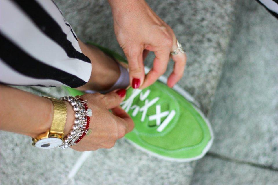 conny doll lifestyle mit UXGO, Ladyblogger, Sneaker Sophia zum Businesslook, schwarz-weiß, grün, Fußgesundheit