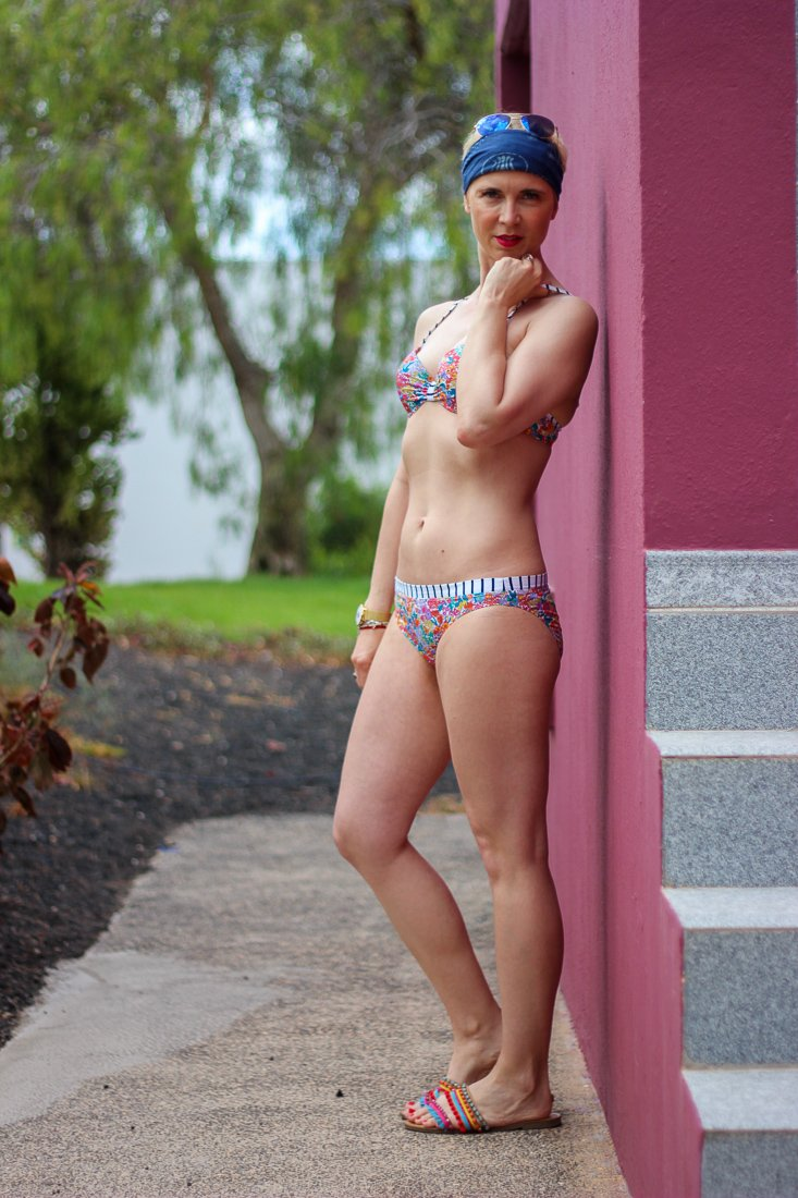 conny doll lifestyle: Bikini Paulina, rosa faia, anita, hochwertigem Liberty Millefleurprint, Details,