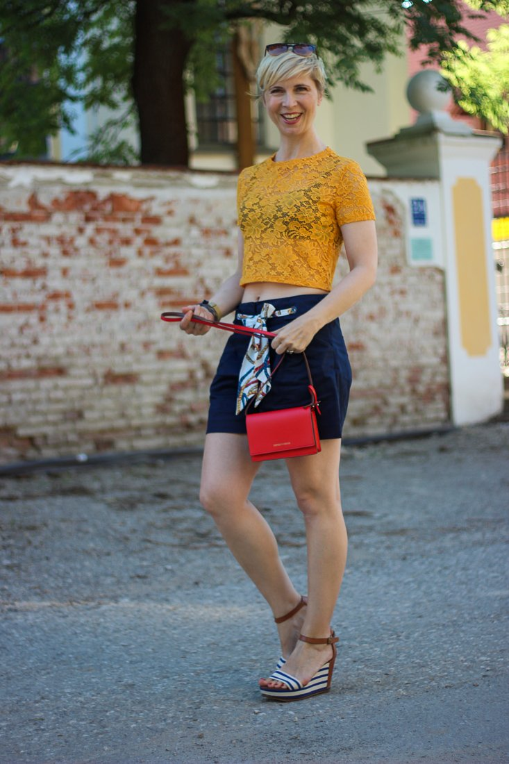 conny doll lifestyle: Outfitidee mit Paperbag-Shorts und Croptop, Sommerlook,