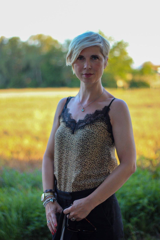 conny doll lifestyle: leotop mit Spitze, Leopardenmuster, schwarze Culottes, Fashionblog
