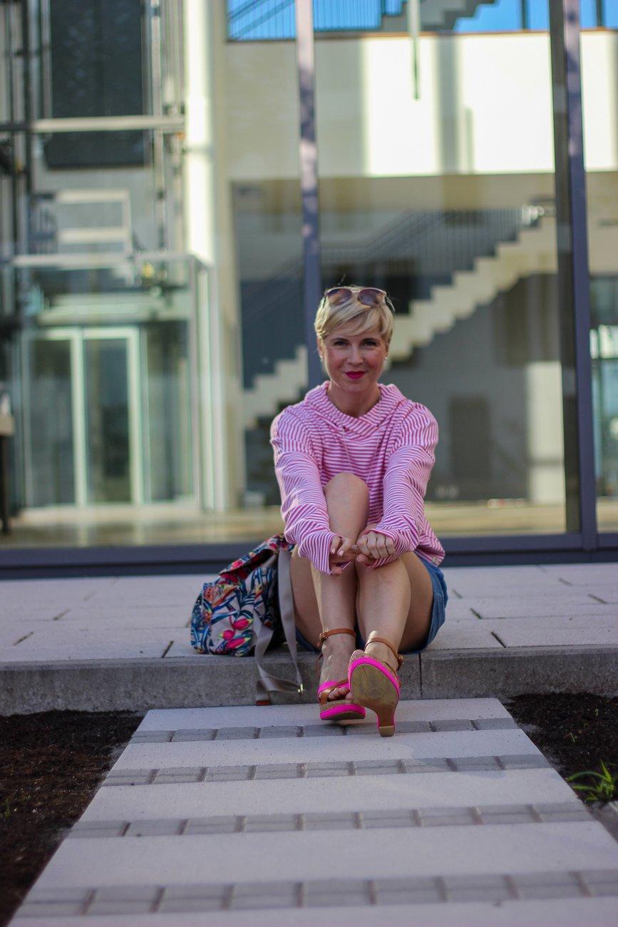 conny doll lifestyle: Kann nachhaltige Mode stylish sein? Dieses Label solltet Ihr kennen! Fitbuddha, Hoodie, Sommerlook, Sandalen, Shorts
