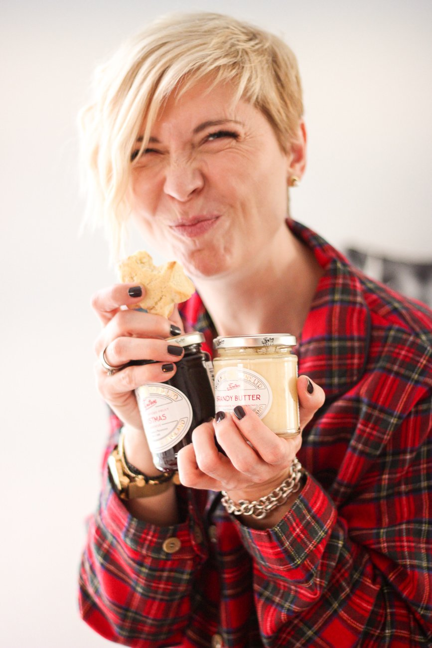 conny doll lifestyle: Weihnachten - Vorfreude mit THE BRITISH SHOP, britische Köstlichkeiten, Vorfreude, Scones mit Christmaskonfitüre und Brandybutter