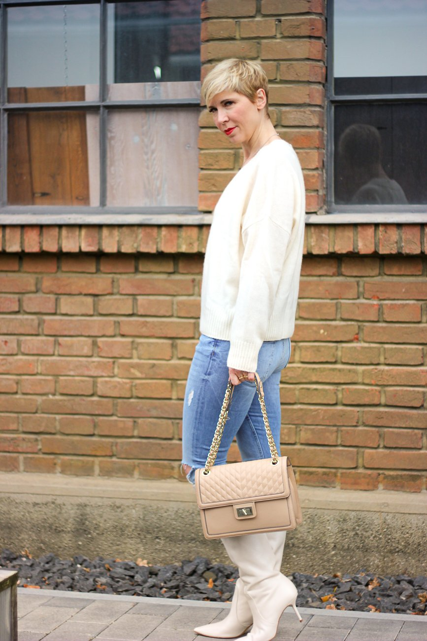 conny doll lifestyle: Fashionblog München, Denim und Strickpullover, casual Styling