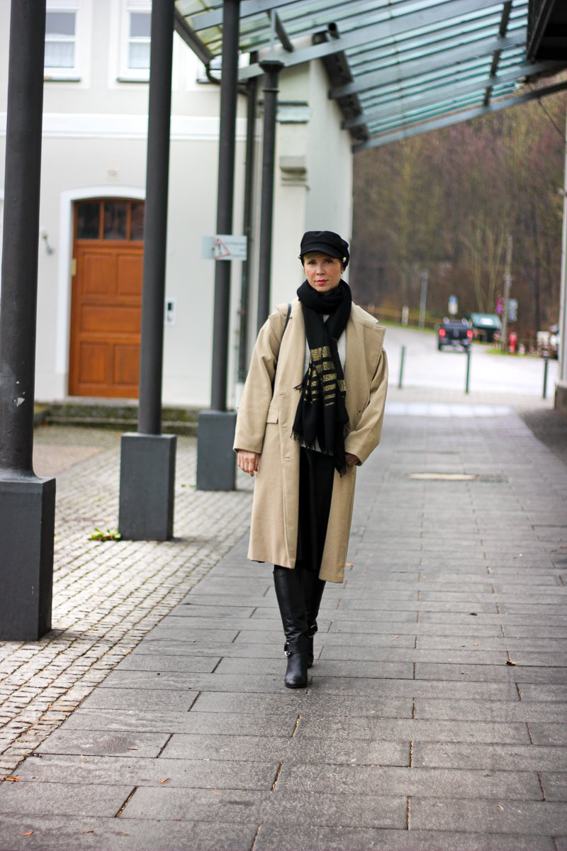 conny doll lifestyle: Mantel, Winterlook, Schal, Stiefel, Kappe