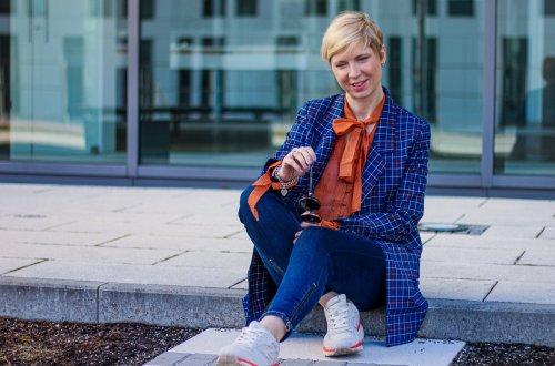 conny doll lifestyle: Schluppenbluse, Trend 2020, Mykke Hofmann, blau, Gestuz, Oversizedblazer
