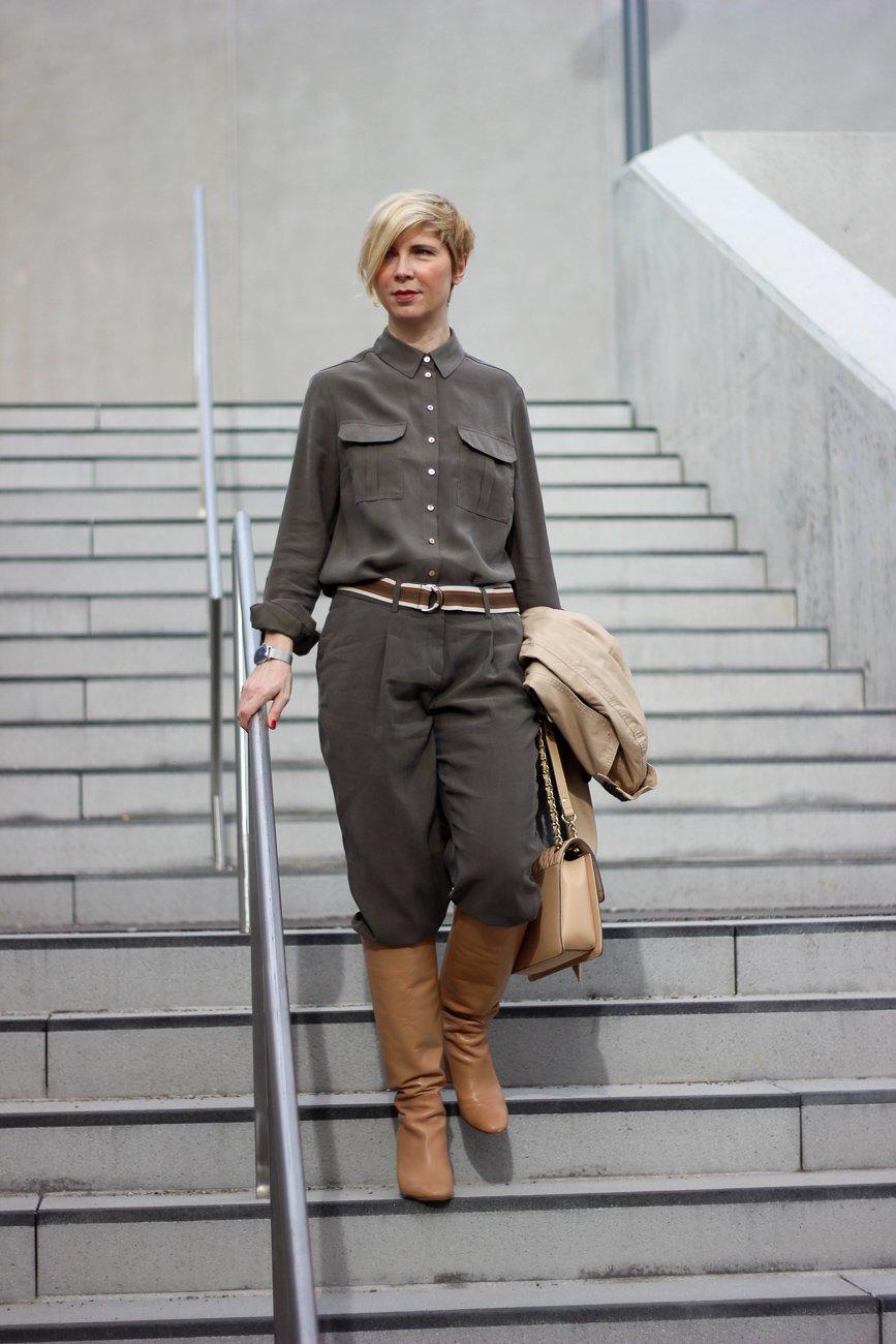 conny doll lifestlye: TONI Fashion, Stiefel, Safari-Look, Trenchcoat,