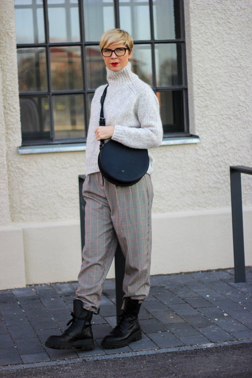 conny doll lifestyle: Paperbaghose, chunkyboots, Winterlook, eigene Meinung vs. Fakenews Blogpost,