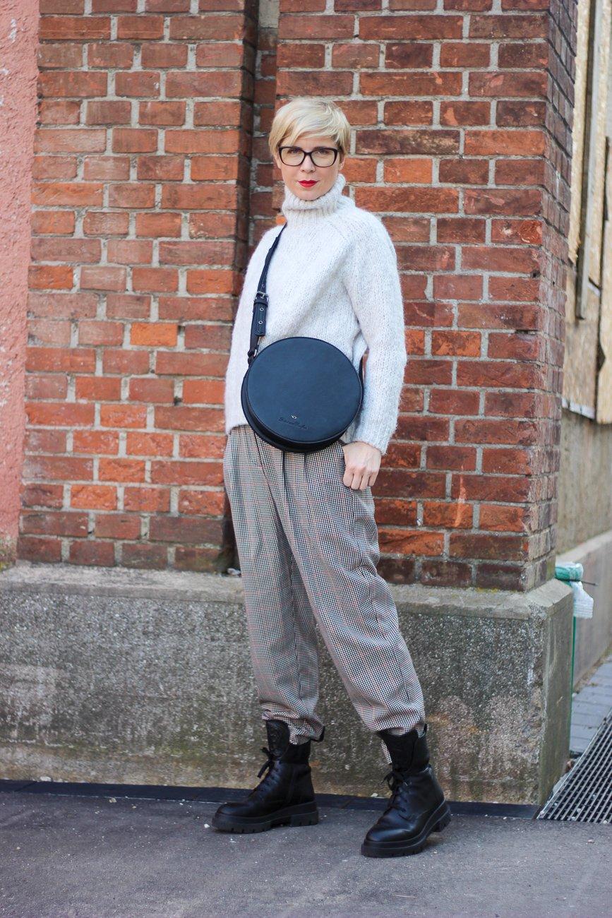 conny doll lifestyle: Fashionblog für neue Stylings mit alten Sachen, kariere Hose, Rollkragen, Winterlook