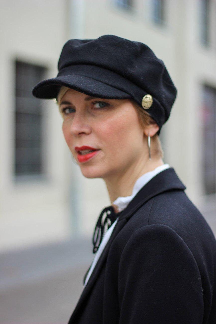 conny doll lifestyle: Frauen, Weltfrauentag, Rechte, Mütze, Outfitinspiration, schwarz-weiß