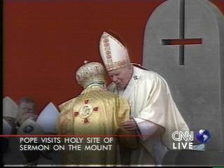 Papa reconhece a cruz satanista