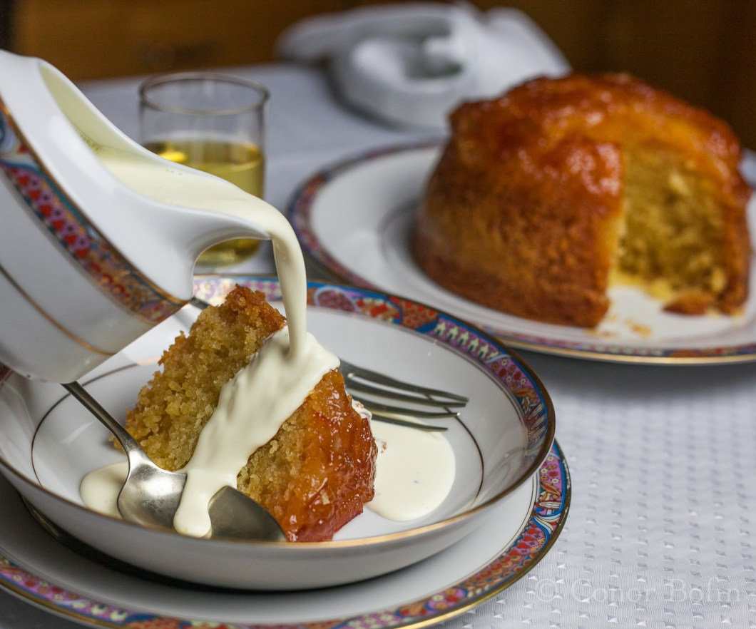 Marmalade pudding with cream
