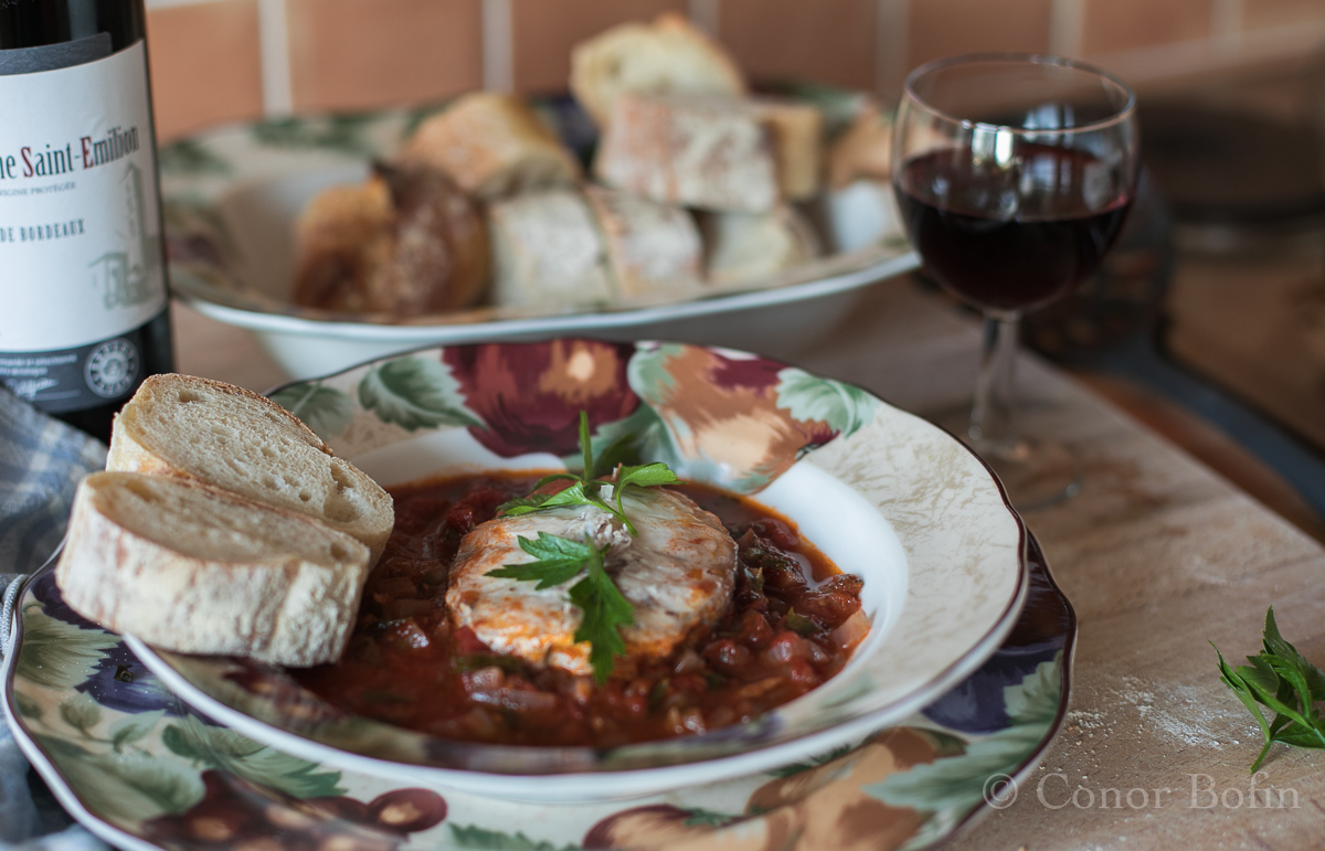 Hake with a red wine and tomato sauce one man 39 s meat for Red wine with fish