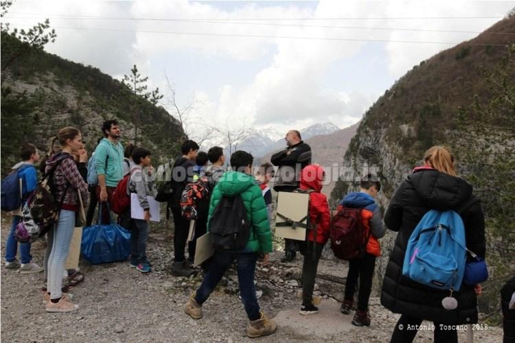 Studenti a lezione di geologia in Valle Vajont