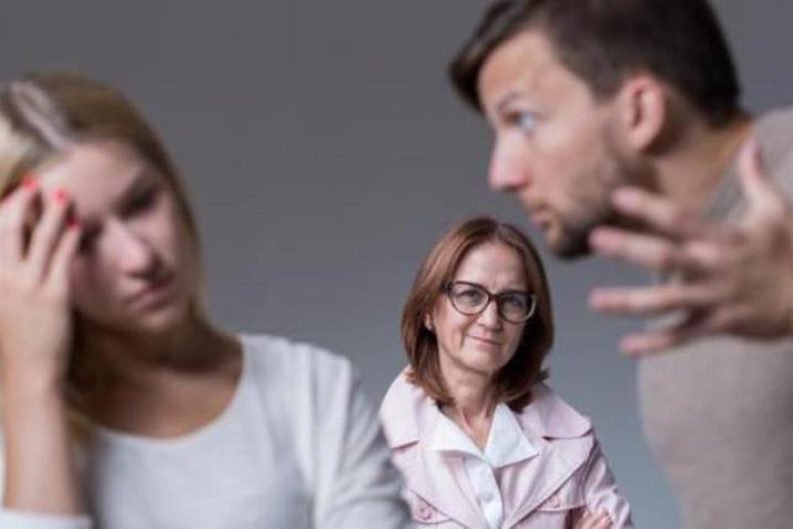Discusiones familiares entre esposos por la cuñada