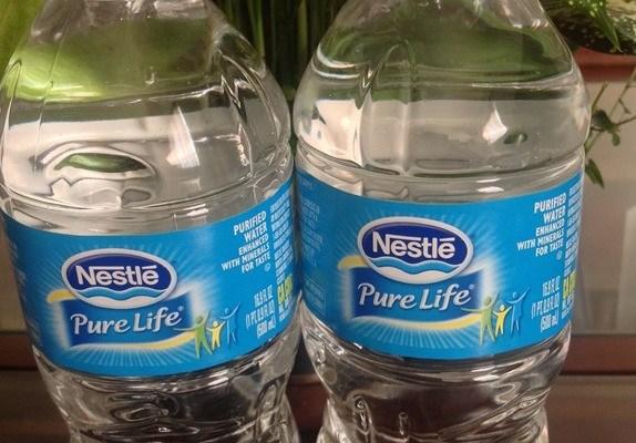 cuántos vasos de agua debo tomar para bajar de peso