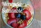 Merienda saludable con yogurt griego
