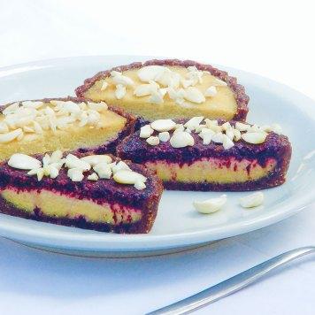 Tartas Bakewell con mazapán y mermelada