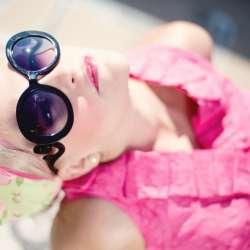 Prendre soin de ses cheveux blonds sous le soleil
