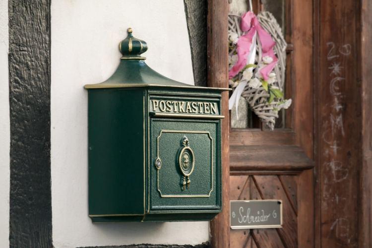 La porte de ma boîte aux lettres est coincée. Que faire ?