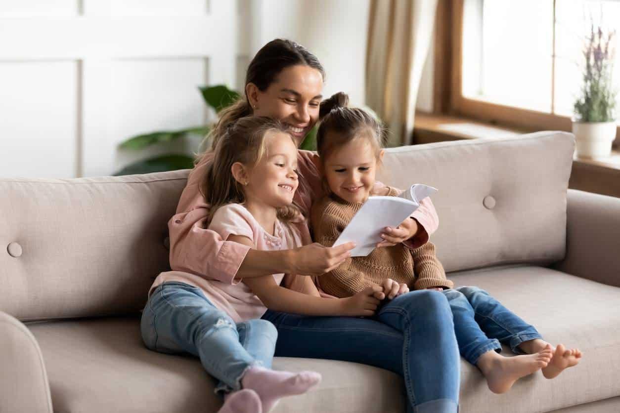 nounou à domicile, enfants période des vacances