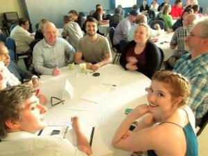 les résidents de Fredericton participent à la consultation publique organisée par député fédéral DeCourcey, le 24 mai, au Centre communautaire Sainte-Anne. Photo par Corey Robichaud.