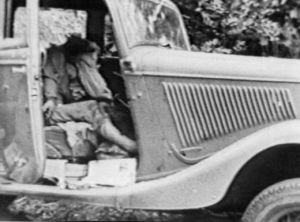 Bonnie and Clyde car with the two inside